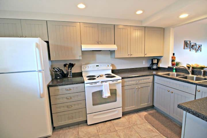 Completely Remodeled With GREAT VIEWS-307 St Augustine Beach & Tennis Club Condos!