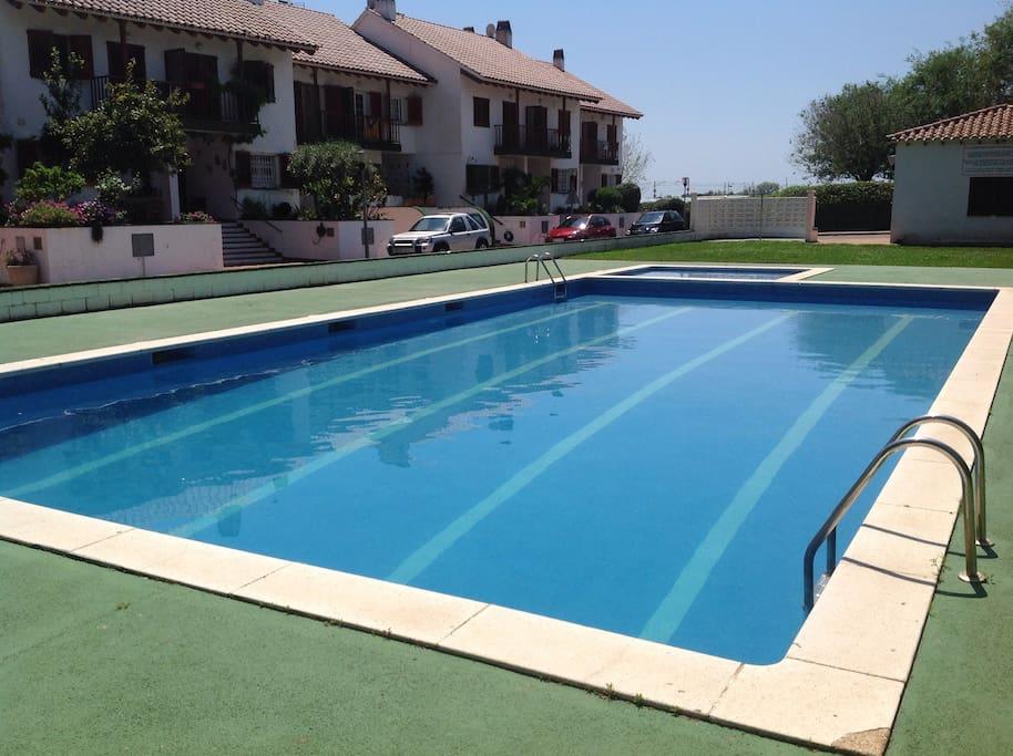 casa de playa con piscina casas en alquiler en cabrera