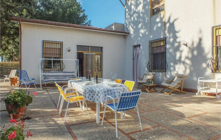 Holiday cottage with 4 bedrooms on 220m² in Salemi -TP-