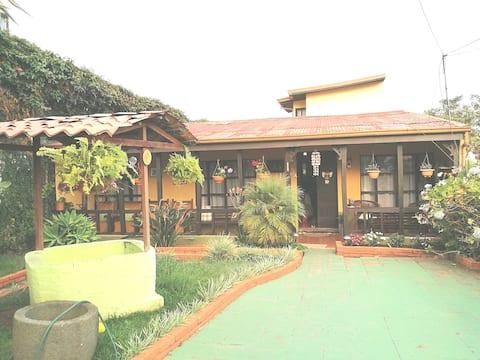 Habitación Rústica #1, cerca del centro de Cartago