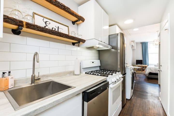 Beautiful, Modern Studio Apt, Downtown London ON