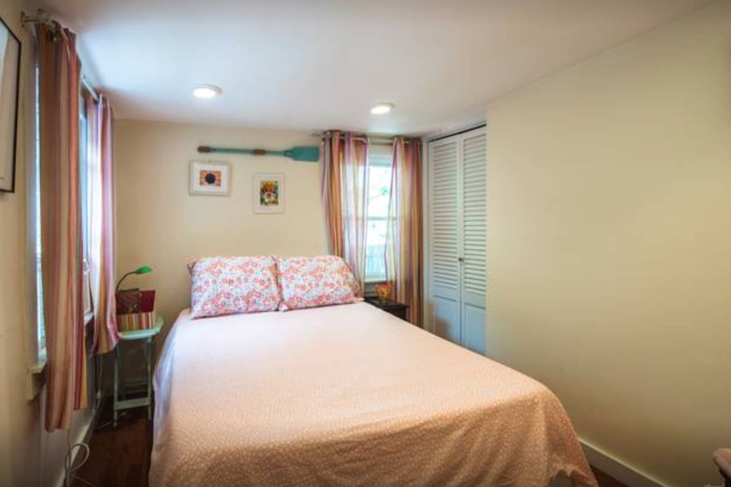 Very Cozy (small) Private bedroom, full size bed, window unit A/C,  2 windows and luggage rack in closet.