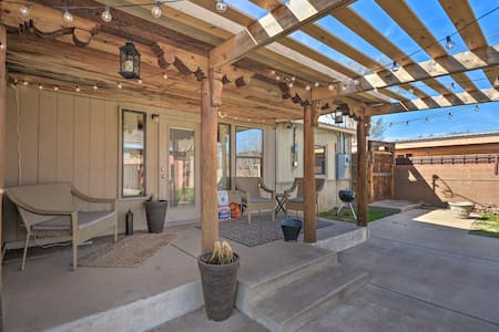 NEW! Fam-Friendly Clovis Hideaway w/Yard & Pergola