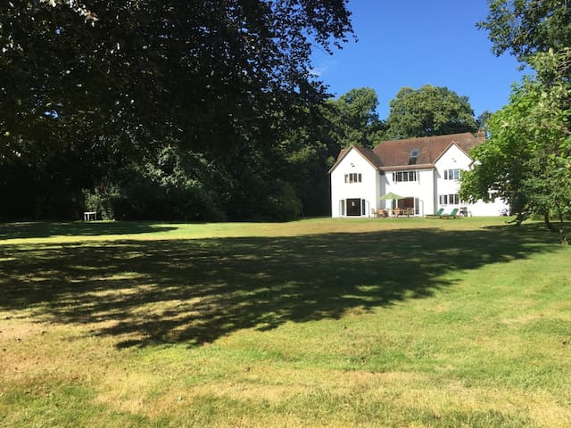 Family home in the heart of Surrey - Surrey