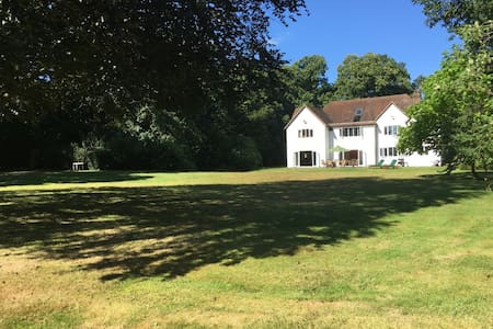 Family home in the heart of Surrey - Surrey - Casa