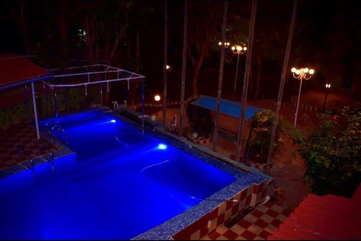 Yeoor Hills, Villa with Pool.
