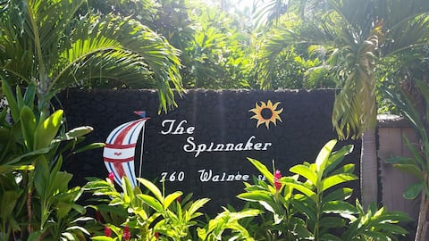 Lahaina.A Block to ocean and front st.Shared condo