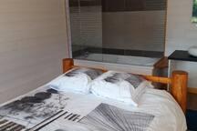Chambre 1 avec baignoire