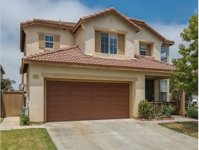 Beautiful house, easy access to HWY & beach欢迎 - Oxnard