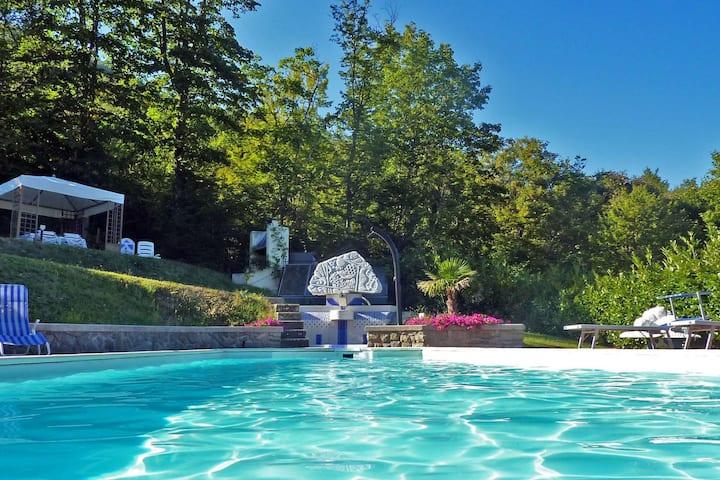 Sontuosa villa con vasca idromassaggio e piscina a Pistoia