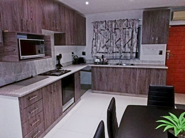 Modern,STRICTLY halaal, family living (Asherville)