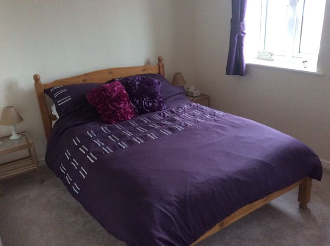 Private space in new town house - Royal Wootton Bassett - Ev