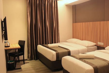 EXECUTIVE DELUXE C - Room for 3 - Kota Tinggi