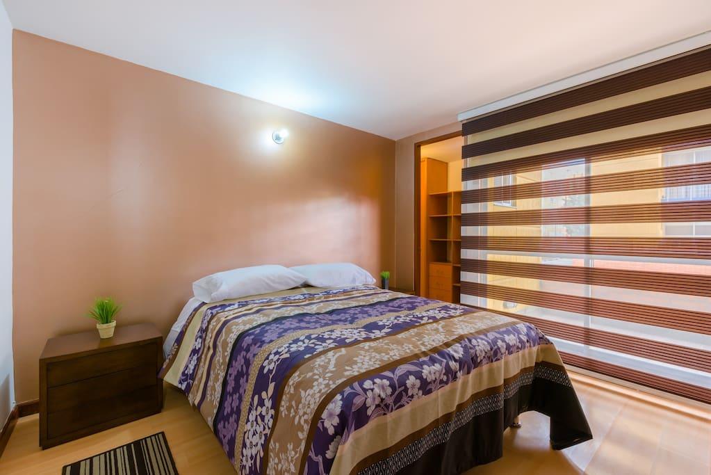 Habitación principal - cama doble, vestidor, armario  amplio