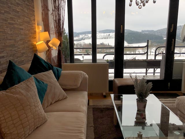 ❄HILLSIDE❄ Cozy apartment with a view!