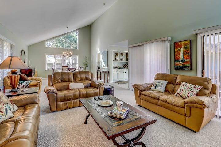 Family-friendly house w/ private pool & full kitchen - walk to beach!
