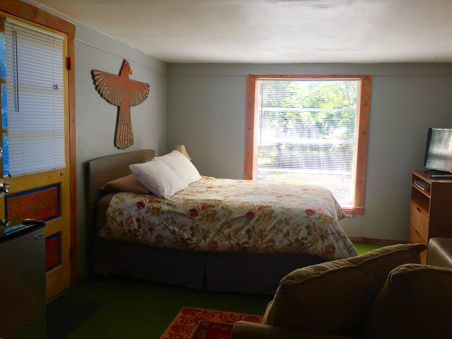 Cottage feel- no shared walls in sleeping area-