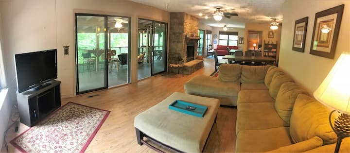 Lone Star Lake House, WATER FRONT, Satellite, WiFi, Decks, Screen, Boat Access Swimming and More