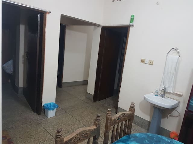 2 Bedroom Flat opposite M.B Police Station.. WI-FI