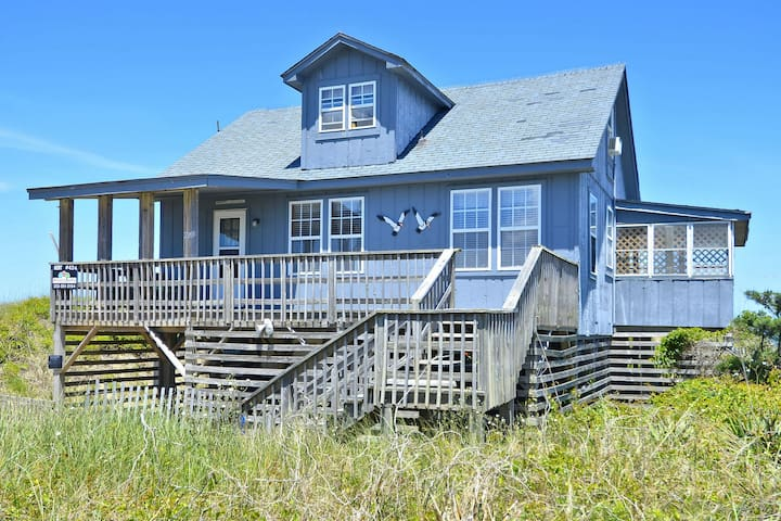 AN OCEANFRONT OASIS IN THE OUTER BANKS! - Kill Devil Hills - House