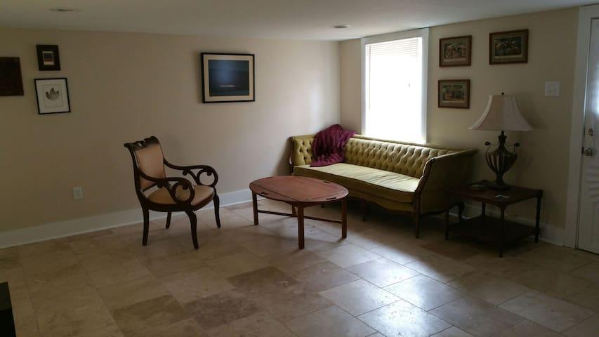 Cozy 2 Bedroom Suite in Gentilly
