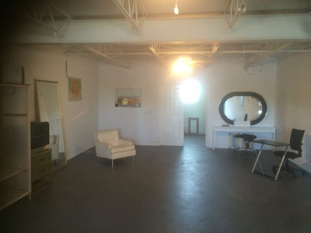 WYNWOOD loft Space up2 6 guests Urban Oasis Miami