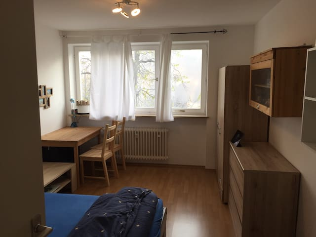 Cozy room close to City Center - München - Appartement