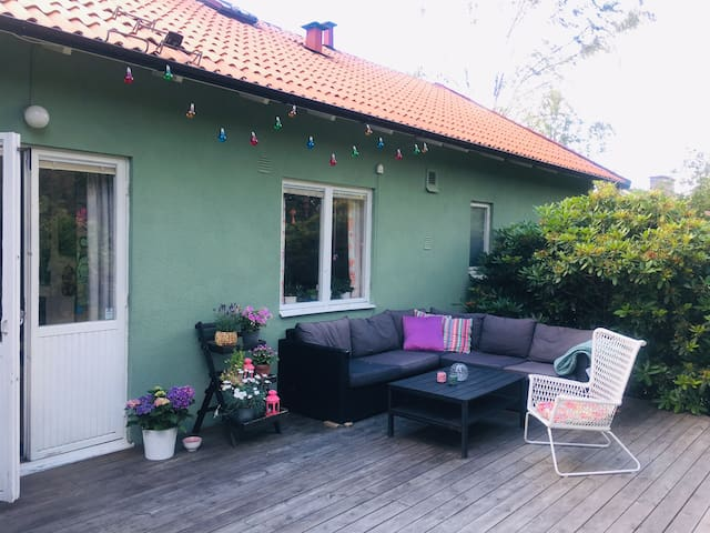 Cosy house with garden, bbq trampoline and parking
