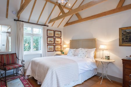 Hill House, Penton Nook - Andover - Bed & Breakfast