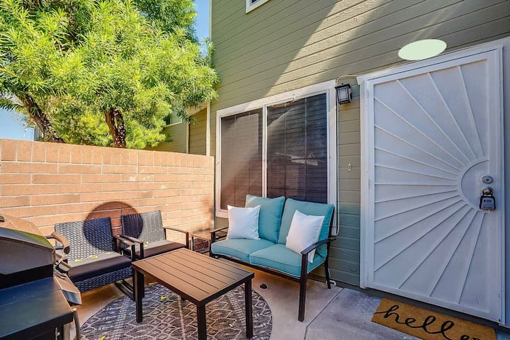 Comfortable Townhome! Centrally Located in Mesa!