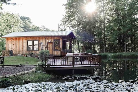 The Pond House with Hot Tub in TN