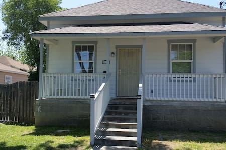 Entire House 3 BR/2 b/ Furnished - Woodland