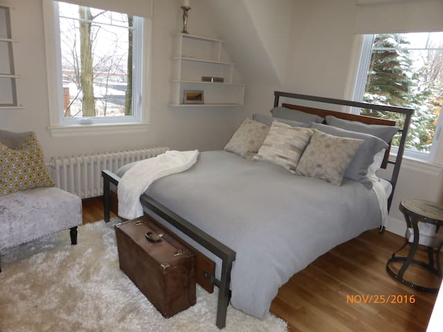 Belle grande chambre à louer - Sherbrooke - Guesthouse