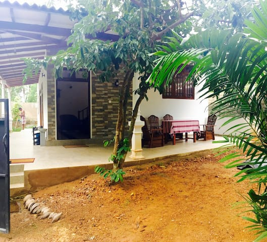 2 Bedroom house in Hikkaduwa - Hikkaduwa - House