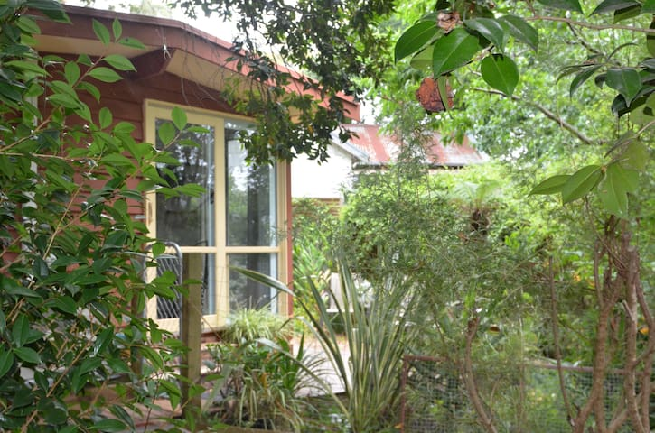 """The Garden Bungalow"" in the Dandenong Ranges ."