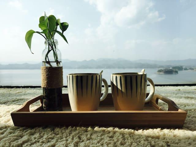千岛湖飘窗湖景大床房 - Hangzhou - House
