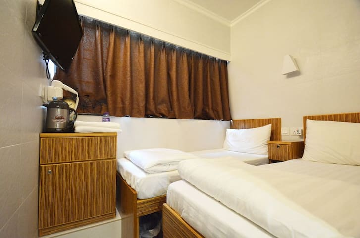 TST Licence Hostel Private room with twin bed