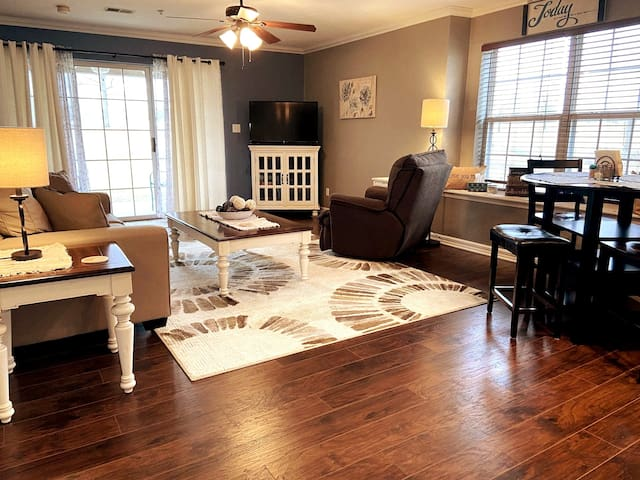 Gorgeous 2 bedroom at Holiday Hills w/ INDOOR POOL