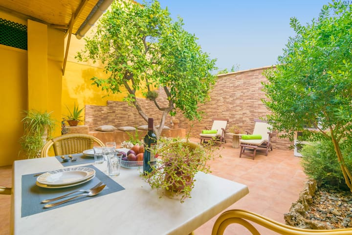 SABATERA - Beautiful townhouse with fantastic terrace in inland Majorca