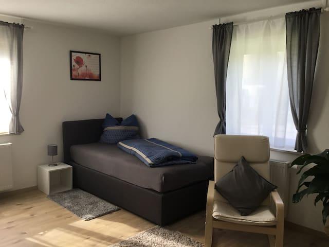 Schöne 2 Zimmerwohnung mit 4 Betten neu renoviert