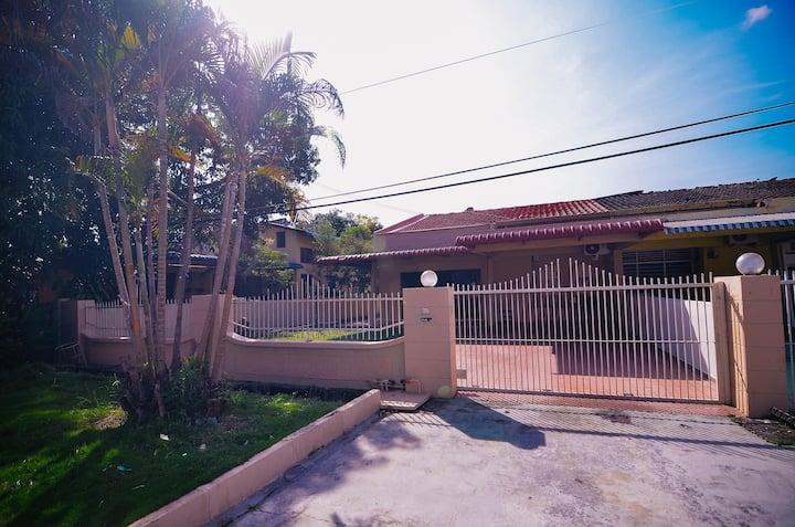 VINTAGE Homestay Seberang Jaya (7P0056)