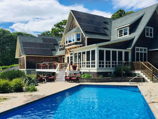 Charming Westerly home, minutes from the beach