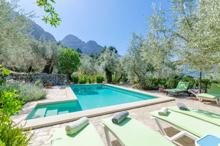 S'OLIVARET - Impressive villa with a private pool in amazing mountainous surroundings.