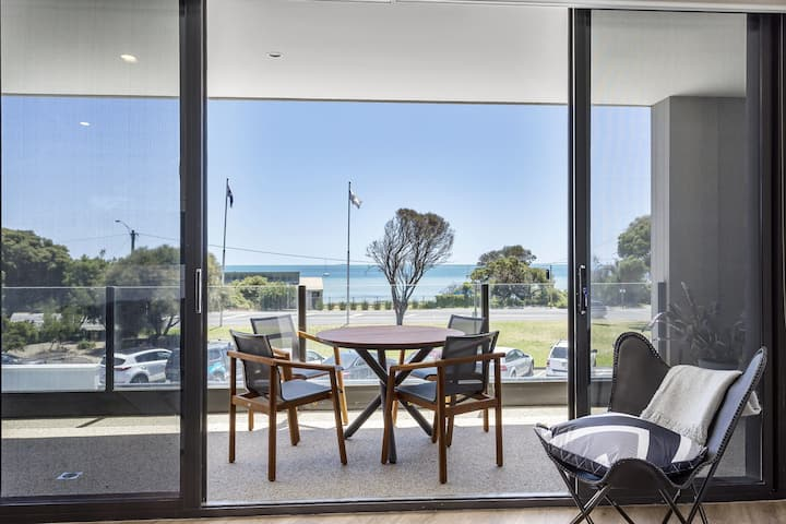 Blairgowrie Apartment 1 - on the beach
