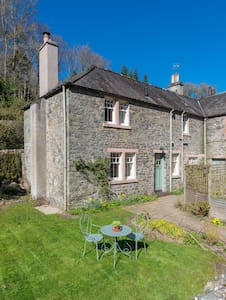 Traditional listed stone cottage - Galashiels