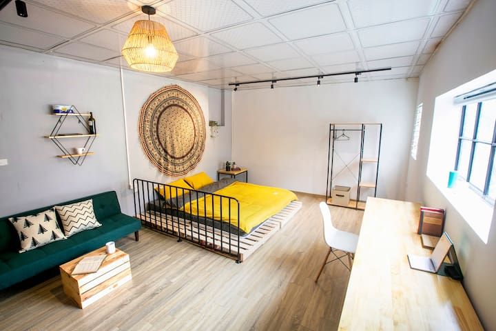 OLD QUARTER Hanoi/COMFY*STYLISH 1BR w/ Balcony.