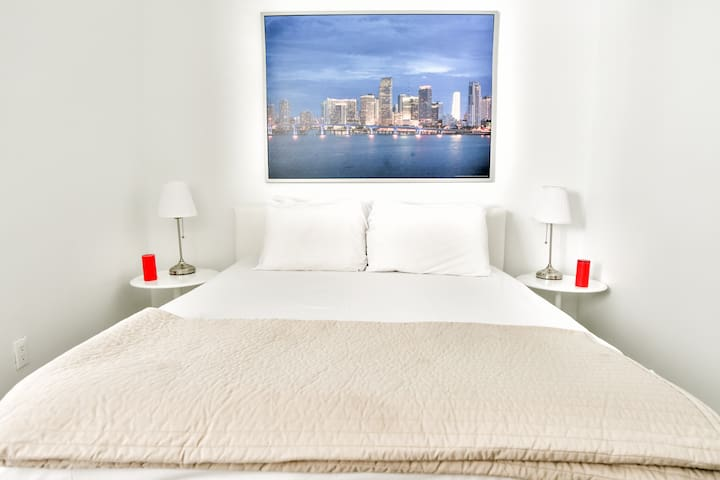 Designer One Bedroom W/Full Kitchen Sleeps (2) | No Cleaning Fee - D
