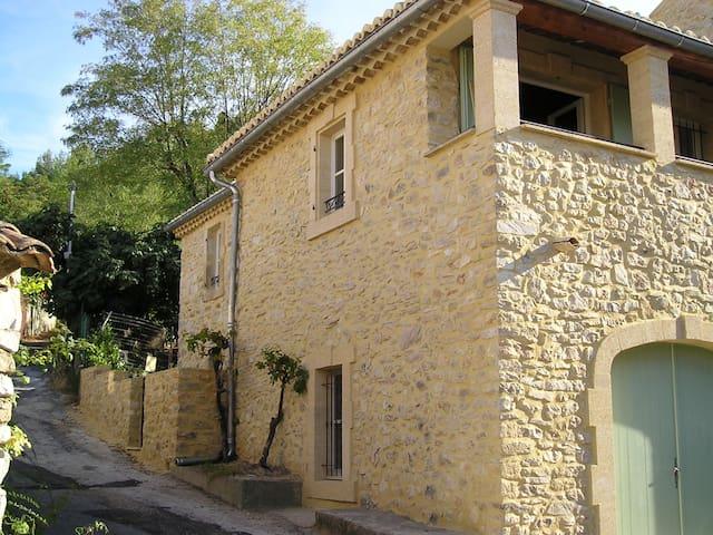 Appartement de caractère du 19ème S - Saint-Victor-la-Coste - Huoneisto