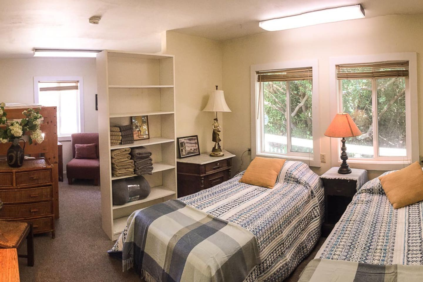 The Hwy 101 Dorm Room - Sleeping up to four.