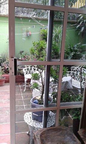 En Prados Coapa, bonita y segura habitaciòn - Mexiko-Stadt - Haus